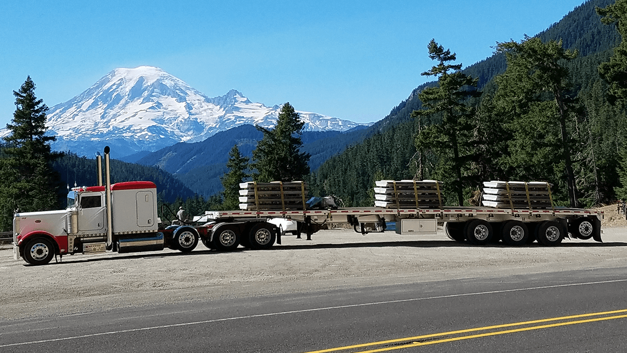 Flatbed trailer transport companies qualified to haul your flatbed freight - FR8Star.